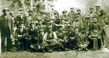 Dean Brother's workforce (approx. 1900) with William Dean (far left) and Ellis Dean (far right)