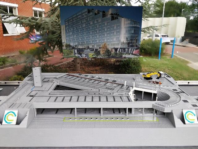 @ClatterbridgeCC unveil LEGO brick Hospital @yourECL - http://bit.ly/GreatBrickAdventure