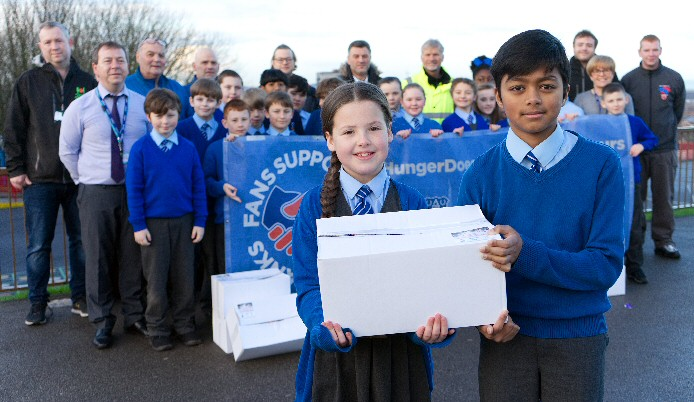 The photo shows Year 4 pupils Katie and Aayman doing their bit along with the rest of the volunteers.