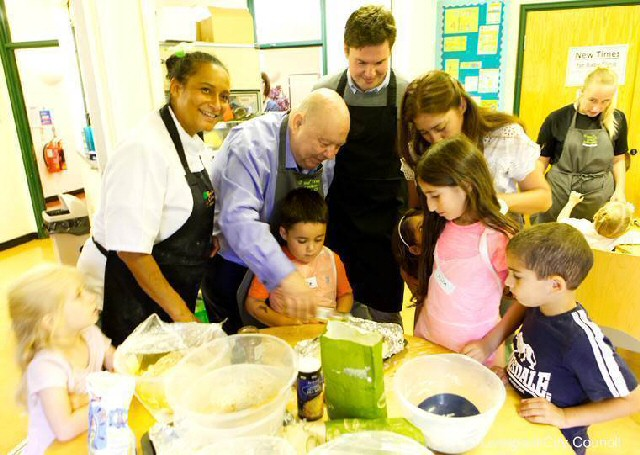 The right ingredients sees Michelle O'Dwyer of Bay Tree Cookery Academy, along with Mayor of Liverpool Joe Anderson and Liverpool Walton MP Dan Carden, taking part at a 1 of her community sessions.